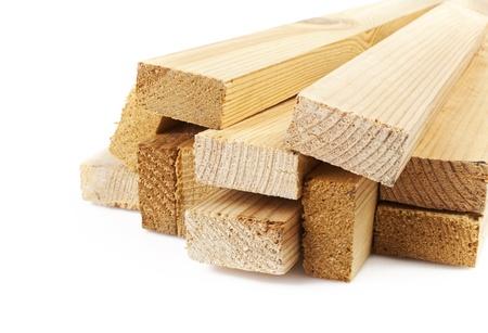 in a pile: Tablones de madera sobre un fondo blanco
