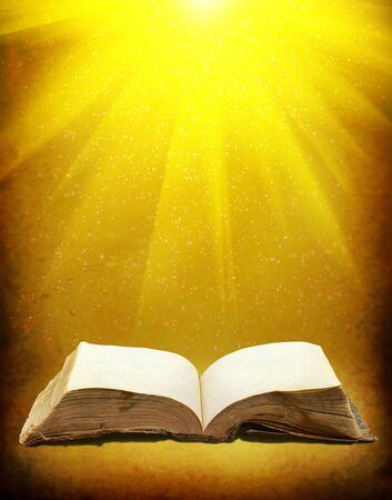 Stare książki z promienia światła