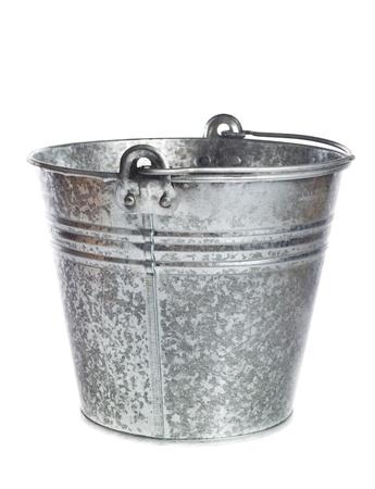 bucket water: cubo de metal galvanizado sobre un fondo blanco