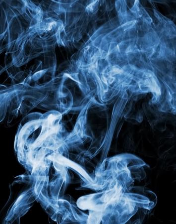 abstracte rook foto in de voorkant van een zwarte achtergrond