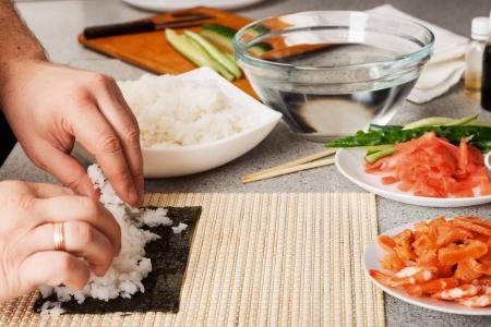 台所で準備中の寿司 写真素材