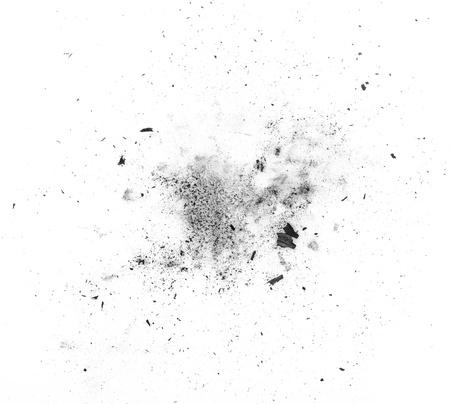 deeltjes van houtskool op een witte achtergrond. Placer cosmetica Stockfoto