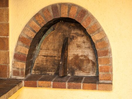 Outdoor cooking of bread, pizza or meat in a brick oven with a cover. Imagens