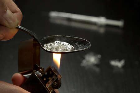 Hombre heroína cocina