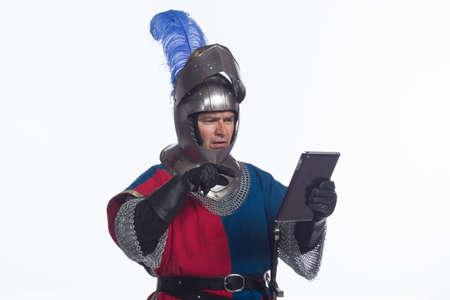 War ridder die elektronische tablet, horizontale Stockfoto