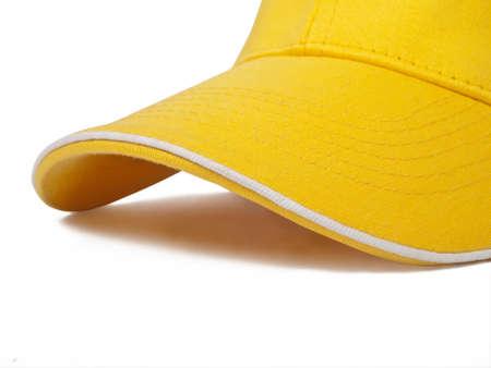 Detail der gelben Kappe auf weißem Hintergrund