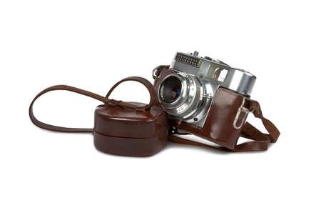 Vintage-Kamera mit Leder-Box isoliert auf weißem Hintergrund Standard-Bild