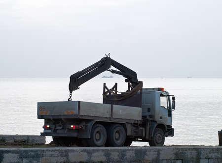 Schiff auf See-Erprobung in bewölkten Nachmittag - der Lastwagen zurück