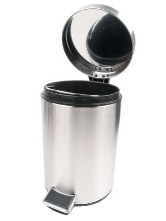 cesto basura: Papelera abierta aislada en el fondo blanco