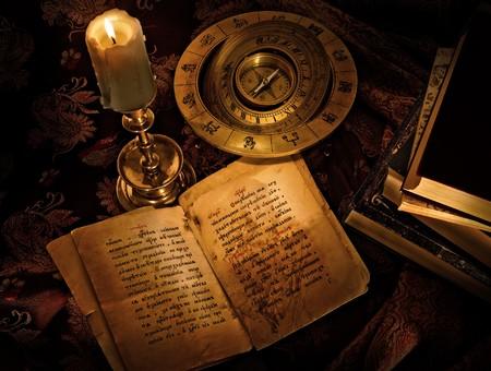 holiday prayer book: Justo cuento tradicional en tonos oscuros Foto de archivo