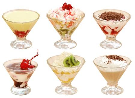 Veel van de uitgesneden vruchten desserts met een crème