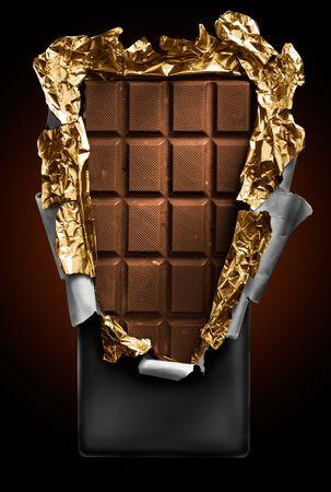 chocolate en barra abierta con cubierta de oro