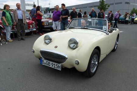 sprite: BERLIN - 11 de mayo Un peque�o coche deportivo abierto Austin-Healey Sprite Mark I, 26 Oldtimer-Tage Berlin-Brandenburg, 11 de mayo 2013 en Berl�n, Alemania