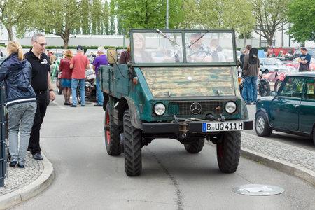 tage: BERLIN - MAY 11: Small special truck Unimog 401 Cabrio, 26th Oldtimer-Tage Berlin-Brandenburg, May 11, 2013 Berlin, Germany
