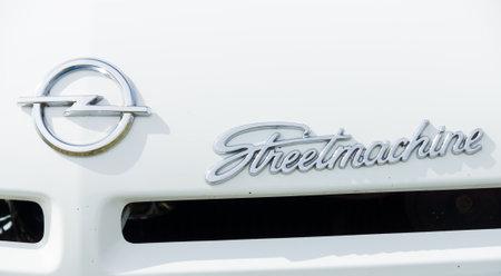 Paaren im Glien, DEUTSCHLAND - 19. Mai: Das Emblem Heckantrieb Sportcoupé Opel Manta, der Oldtimer-Show im MAFZ, 19. Mai 2013, Paaren im Glien, Deutschland