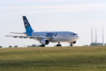 """zero gravity: BERLINO - 14 settembre: L'aereo per simulare gli effetti gravit� zero Airbus A300 Zero-G, Salone Internazionale Aerospaziale """"ILA Berlin Air Show"""", 14 settembre 2012 a Berlino, Germania"""