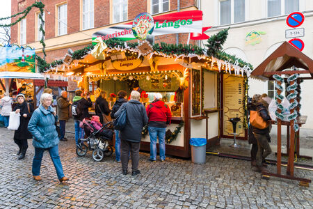 weihnachtsmarkt: POTSDAM, GERMANY - DECEMBER 10, 2013: Traditional Christmas market in the old town of Potsdam.