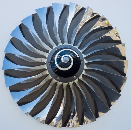 turbofan: Las aspas de un motor de jet turbofan de cerca