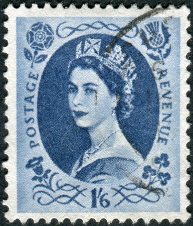 wilding: UNITED KINGDOM - CIRCA 1952: Postage stamp printed in England, shows a portrait of Queen Elizabeth II, circa 1952 Editorial