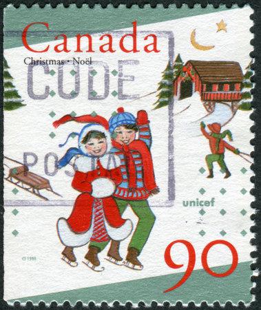 unicef: CANADA - CIRCA 1996: Francobollo stampato in Canada, dedicato al 50 ° anniversario dell'UNICEF, mostra bambini pattinaggio, circa 1996 Editoriali