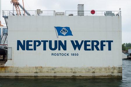 construction navale: Rostock, Allemagne - 2 ao�t 2014: Neptun Werft est une entreprise de construction navale allemande, bas�e � Rostock. Rostock est le plus grand port allemand de la Baltique