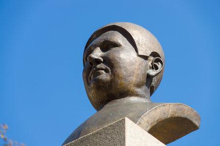 satirist: PRAGUE, CZECH REPUBLIC - SEPTEMBER 04, 2014: Detail of the monument to the famous Czech writer Jaroslav Hasek by, Karel Nepras and Karoliny Neprasove-Krackove. Editorial
