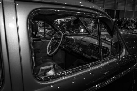 luxe: MAASTRICHT, NETHERLANDS - JANUARY 08, 2015: Cabin of a full-size car Oldsmobile 98 De Luxe, 1941. Black and white. International Exhibition InterClassics & Topmobiel 2015