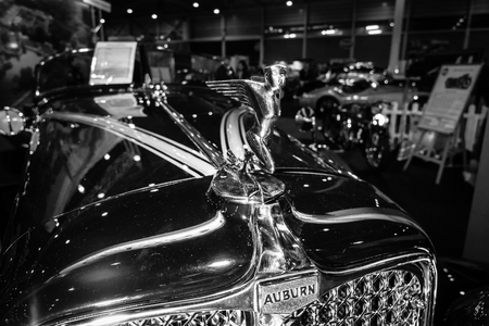 speedster: MAASTRICHT, NETHERLANDS - JANUARY 09, 2015: Hood ormament of a Auburn 8-100 Boattail Speedster, Straight Eight, 1931. Black and white. International Exhibition InterClassics & Topmobiel 2015