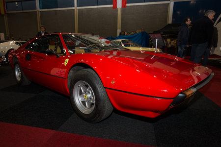 sump: MAASTRICHT, Paesi Bassi - 9 Gennaio, 2015: La Pininfarina stile Ferrari 308 GTB, 1979. International Exhibition InterClassics & TopMobiel 2015 Editoriali