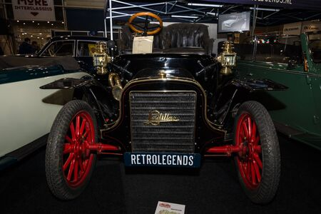 seater: MAASTRICHT, NETHERLANDS - JANUARY 08, 2015: Oldtimer Cadillac Model K Runabout, 1907. International Exhibition InterClassics & Topmobiel 2015