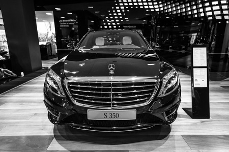 lang: BERLIN - JANUARY 24, 2015: Full-size luxury car Mercedes-Benz S350 BT Lang (W222). Black and white. Produced since 2013.