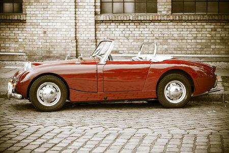BERLIJN - 10 mei 2015: Sportwagen Austin-Healey Sprite Mk I. Stilisatie. Vintage toning. Zijaanzicht. 28 Berlin-Brandenburg Oldtimer Day