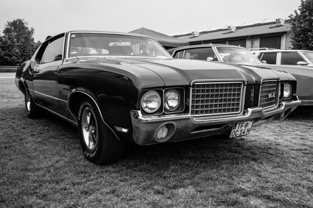 cutlass: PAAREN IM GLIEN, GERMANY - MAY 23, 2015: Mid-size car Oldsmobile Cutlass Supreme, 1972. Black and white. The oldtimer show in MAFZ. Editorial