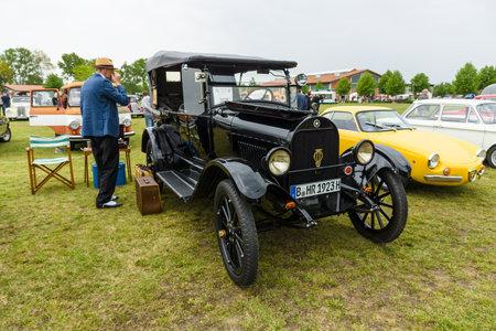 carro antiguo: Paaren IM Glien, Alemania - el 23 de mayo 2015: Coche de la vendimia Durant Star, 1923. El espectáculo oldtimer en MAFZ.
