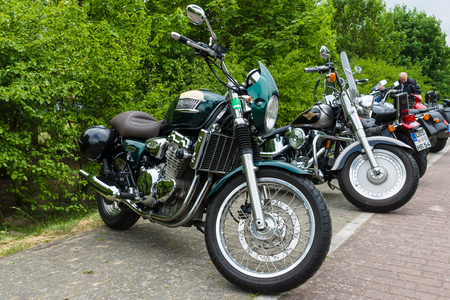 thunderbird: PAAREN IM GLIEN, GERMANY - MAY 23, 2015: Motorcycles Triumph Thunderbird (in foreground) and Harley-Davidson Fat Boy (in the background). The oldtimer show in MAFZ. Editorial