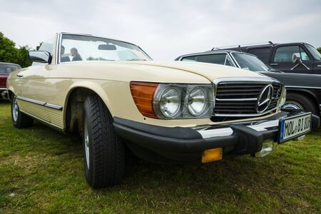 roadster: PAAREN IM GLIEN, GERMANY - MAY 23, 2015: Roadster Mercedes-Benz 450SL (R107), 1980. The oldtimer show in MAFZ. Editorial
