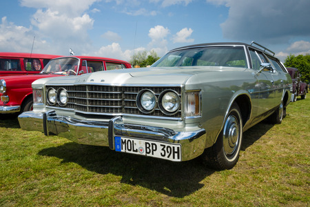 station wagon: PAAREN IM GLIEN, GERMANY - MAY 23, 2015: Full-size station wagon Ford Country Sedan, 1972. The oldtimer show in MAFZ.
