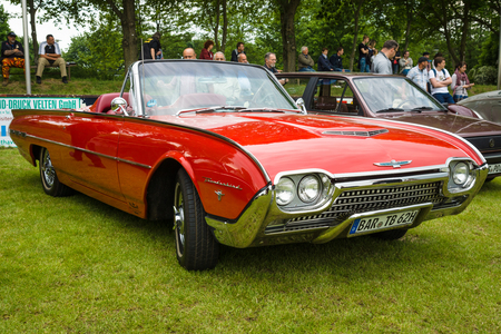 thunderbird: PAAREN IM GLIEN, GERMANY - MAY 23, 2015: Personal luxury car Ford Thunderbird (third generation). The oldtimer show in MAFZ.