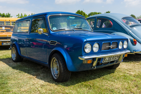 morris: PAAREN IM GLIEN, GERMANY - MAY 23, 2015: Compact car Morris Mini Clubman Estate. The oldtimer show in MAFZ.