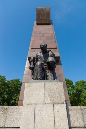 treptow: The Soviet War Memorial in Treptow Park. Sculpture of of a kneeling soldier. Berlin. Stock Photo
