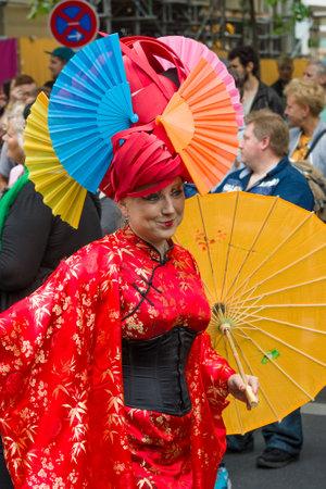 transsexual: BERL�N, ALEMANIA - 27 de junio, 2015: Christopher Street Day (CSD). La celebraci�n LGBT europea anual y demostraci�n celebrada en Berl�n por los derechos de las personas LGBT, y contra la discriminaci�n y la exclusi�n.