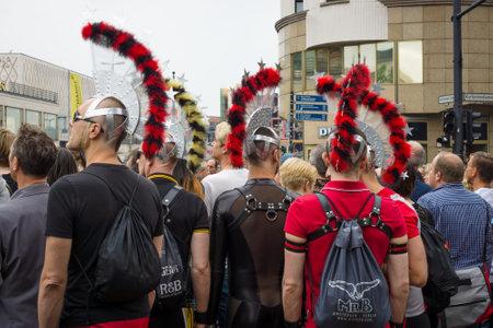 transexual: BERLÍN, ALEMANIA - 27 de junio, 2015: Christopher Street Day (CSD). La celebración LGBT europea anual y demostración celebrada en Berlín por los derechos de las personas LGBT, y contra la discriminación y la exclusión.