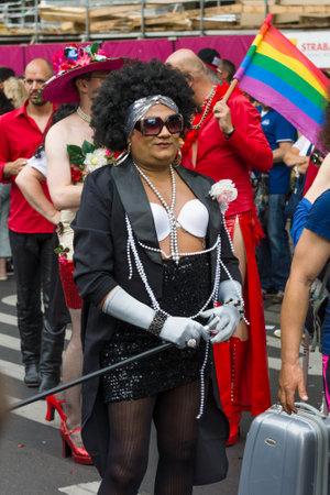 transexual: BERL�N, ALEMANIA - 27 de junio, 2015: Christopher Street Day. La celebraci�n LGBT europea anual y demostraci�n celebrada en Berl�n por los derechos de las personas LGBT, y contra la discriminaci�n y la exclusi�n.