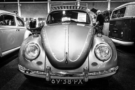 typ: MAASTRICHT, NETHERLANDS - JANUARY 14, 2016: Subcompact Volkswagen Beetle, 1971. Black and white. International Exhibition InterClassics & Topmobiel 2016 Editorial