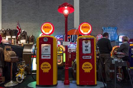 bennett: MAASTRICHT, NETHERLANDS - JANUARY 14, 2016: Gaspump station Shell: Tokheim 39, 1938 and Bennett 756, 1948. International Exhibition InterClassics & Topmobiel 2016