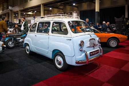 lav: MAASTRICHT, NETHERLANDS - JANUARY 14, 2016: Leisure activity vehicle Fiat 600 Multipla. International Exhibition InterClassics & Topmobiel 2016