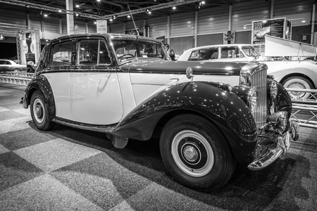 vi: MAASTRICHT, NETHERLANDS - JANUARY 14, 2016: Full-size luxury car Bentley Mark VI, 1950. Black and white.  International Exhibition InterClassics & Topmobiel 2016