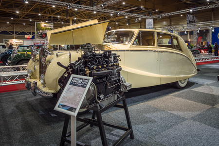 wraith: MAASTRICHT, NETHERLANDS - JANUARY 14, 2016: Full-size luxury car Rolls-Royce Silver Wraith by Hooper, 1954. International Exhibition InterClassics & Topmobiel 2016
