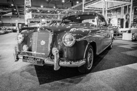 ponton: MAASTRICHT, NETHERLANDS - JANUARY 14, 2016: Luxury car Mercedes-Benz 220S Convertible (W180), 1959. Black and white. International Exhibition InterClassics & Topmobiel 2016 Editorial