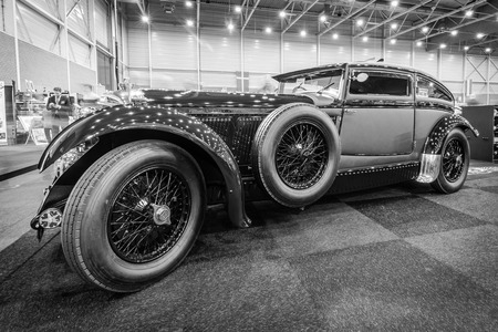 vi: MAASTRICHT, NETHERLANDS - JANUARY 15, 2016: Vintage car Bentley Special Blue Train (built on the chassis Bentley Mark VI), 1951. Black and white.  International Exhibition InterClassics & Topmobiel 2016